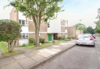 2 bed Flat in Merridene, London, N21