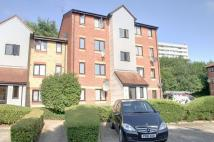 Flat in Magpie Close, Enfield...