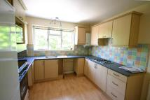 Flat to rent in Queen Annes Place...