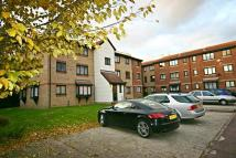 Flat to rent in Magpie Close, Enfield...