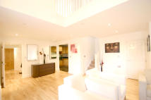 3 bedroom Apartment to rent in Royal Drive, London, N11