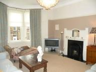 3 bedroom Flat in Wardlaw Avenue...