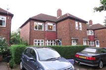 2 bed Maisonette in Barnscroft, Raynes Park...