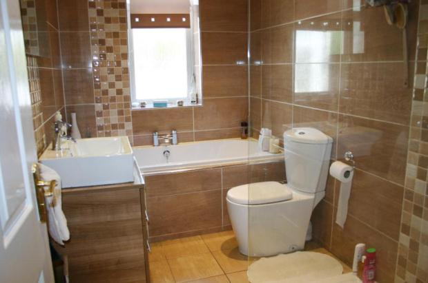 4 bedroom detached house for sale in Fernleigh Road ...