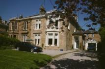 5 bed semi detached house in Glencairn Drive...