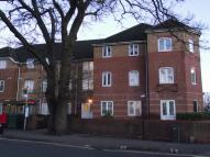 2 bedroom Flat in Trecox Place...