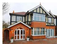 6 bedroom Detached property in Surbiton