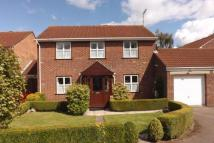 4 bedroom Link Detached House in Finch Close, Thornbury...
