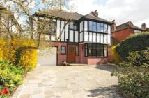 4 bed Detached house in Woodland Way...