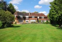 5 bed Detached property to rent in Oxshott Way