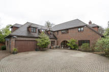 5 bedroom home in Cobham-Green lane