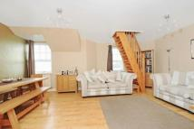 Flat to rent in South Worple Way - East...