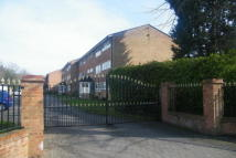 2 bedroom Apartment to rent in Wray Common Road, Reigate