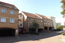 Apartment to rent in Knights Place, Redhill
