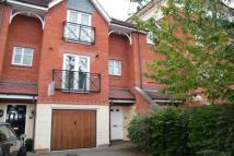 Town House to rent in Lingfield Crescent...