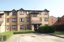 Flat to rent in Courtlands Close, WD24