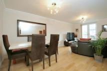 Flat to rent in Mayfield Court, WD23