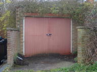 Garage in Drayton Road to rent