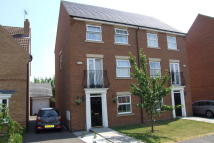 3 bed Town House to rent in Sunningdale Drive...
