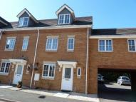 Town House to rent in Howes Drive...