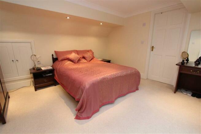 Bedroom 1(Master Bed