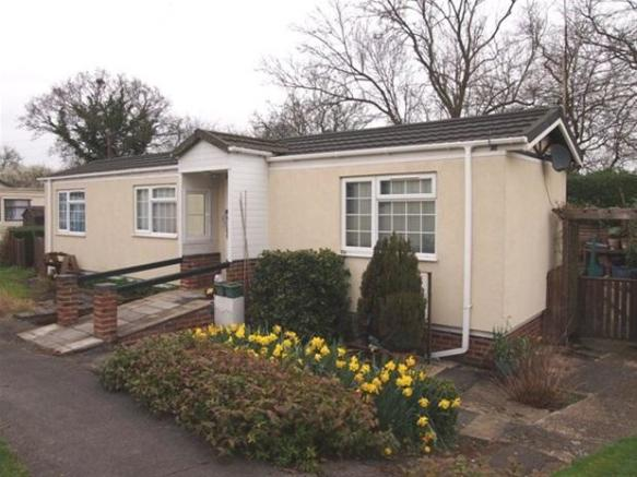 1 Bedroom Mobile Home For Sale In Park Peters Avenue London