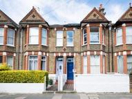 Flat to rent in Newton Avenue, Acton