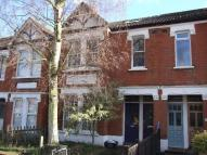 Flat to rent in Ealing Park Gardens...