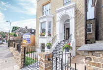 Flat in Richmond Road, London