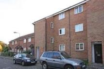 Flat to rent in MYRNA CLOSE...