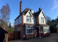5 bed Detached house in Branksomewood Road, Fleet