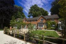 6 bedroom Detached house in Queen Mary Close, Fleet...