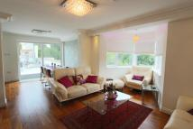 3 bedroom Flat for sale in Lawns Court ...