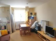 Flat to rent in Well presented modern 2...