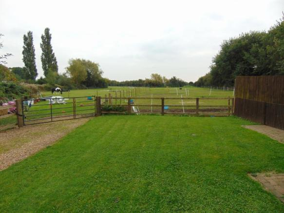 NEIGHBOURS ACCESS TO FIELD