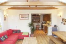 2 bed home in Adams Park Road, Farnham...