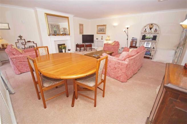 LOUNGE/DINING ROOM a