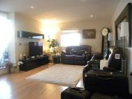 3 bed Flat in Wards Wharf Approach...