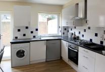 Flat to rent in Barnfield Place...