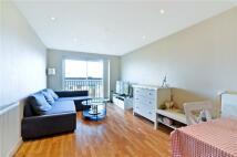 2 bedroom Flat in Newport Avenue...