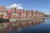 2 bedroom Flat in Newlands Quay, London E1W
