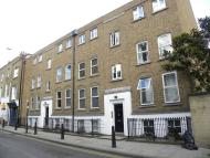 Flat to rent in Cannon Street Road...