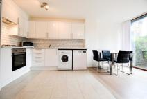 Flat to rent in Asher Way, London E1W