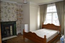 4 bed Flat in Durnsford Road...