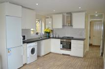 2 bed Flat to rent in Woodside, London SW19