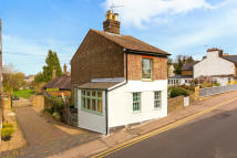 2 bed Detached home for sale in Ravens Lane, Berkhamsted...