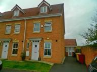 Town House to rent in Netherwood Way, ...