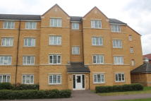 Flat to rent in Henley Road, Bedford...