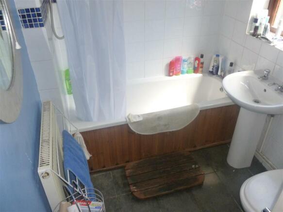 shackleton bathroom.JPG