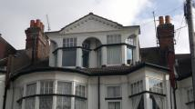 Flat to rent in Palmeira Avenue...